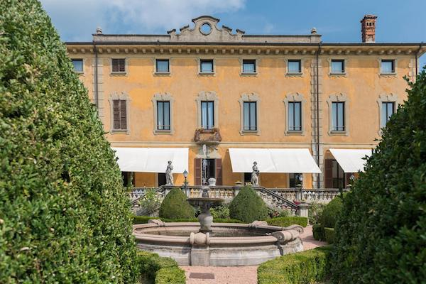Vivi anche tu l'experience di Villa Porro Pirelli. La struttura inaugura il nuovo ristorante e vi aspetta per vivere un percorso sensoriale unico.