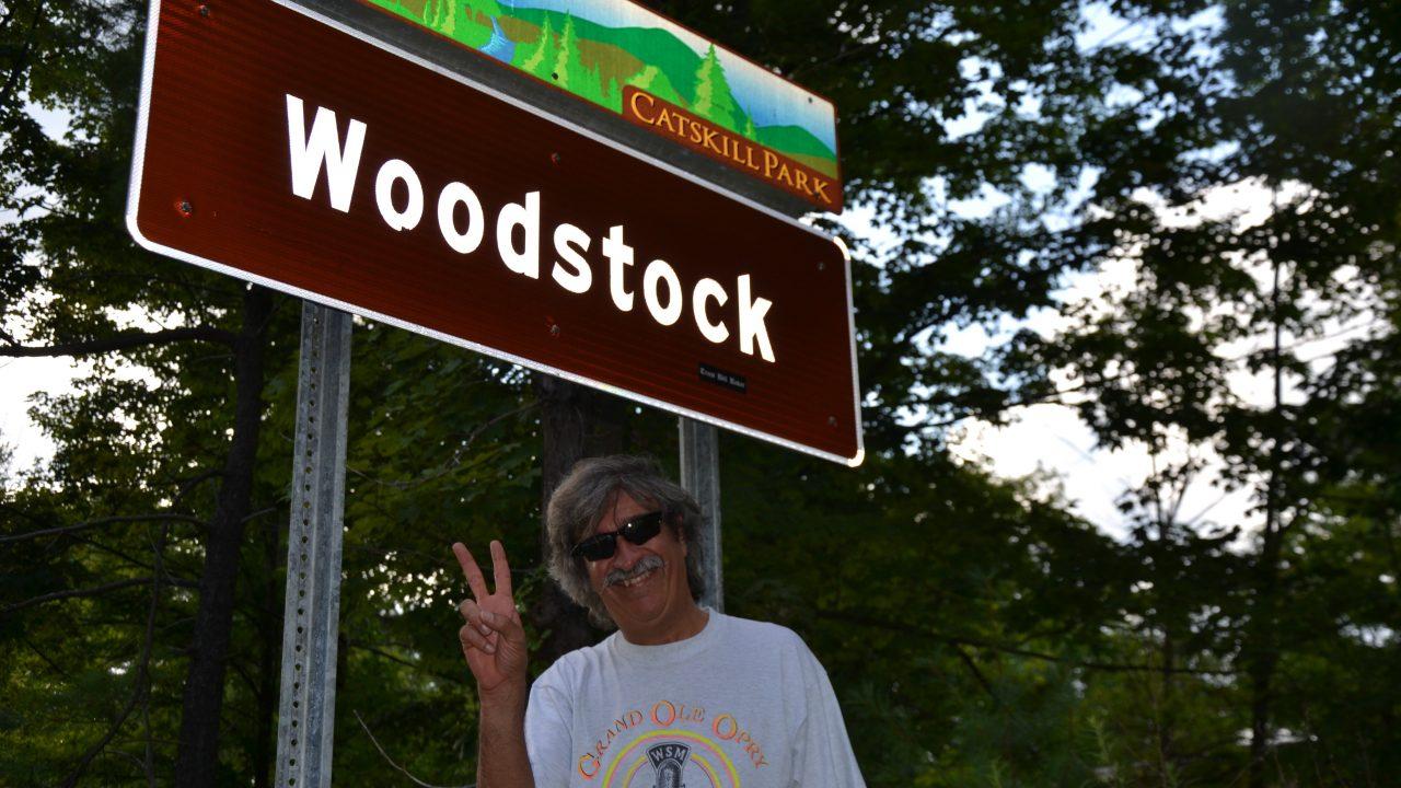 """Ezio Guaitamacchi presenta """"Woodstock"""",  50 anni di pace, amore e musica"""