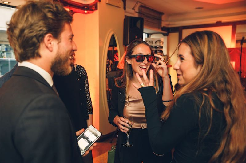 Tutti pazzi per il nuovissimo occhiale Hi-Techdi Ottica Romani presentato da Jimmy Ghione