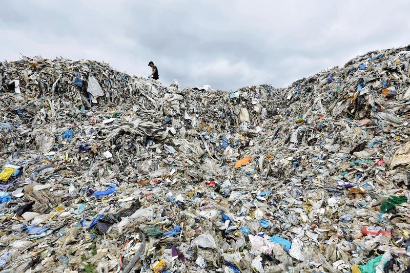 Plastica: nuova ricerca di Greenpeace fa luce sulla crisi del commercio globale dei rifiuti in plastica