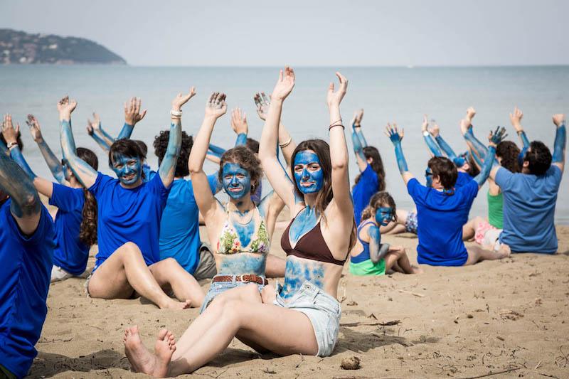 Greenpeace: un'onda blu si solleva in tutto il mondo per la tutela degli oceani