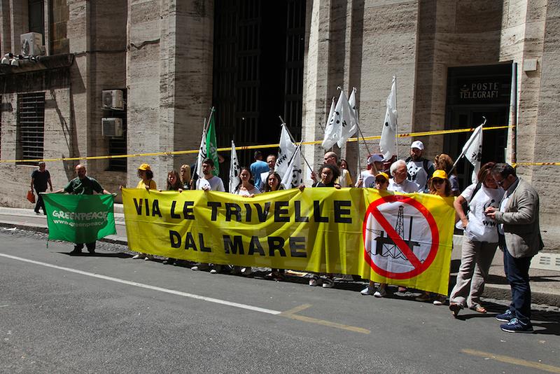 Greenpeace, Legambiente e WWF rendono pubblico il piano di dismissione di 34 impianti offshore chiuso da tempo nei cassetti del Mise