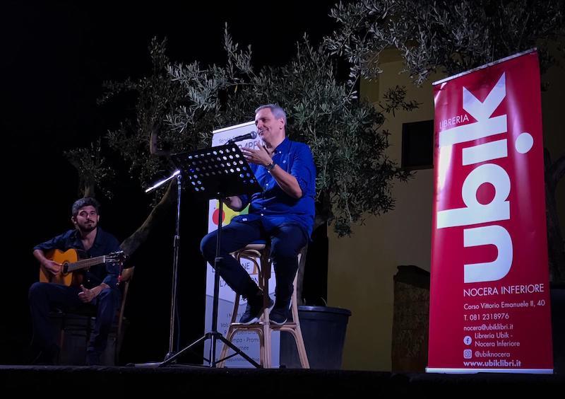 Libri: Maurizio De Giovanni incanta il pubblico di Foriolegge
