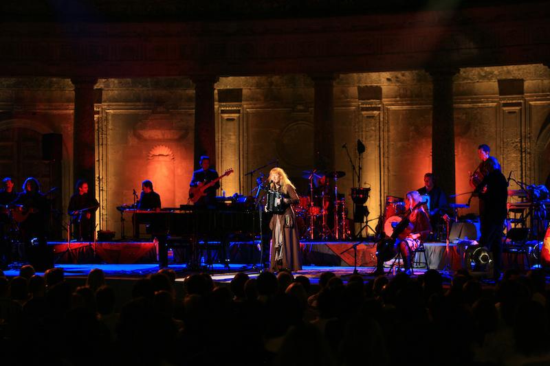 Loreena McKennitt tour: a Roma il 25 luglio presso il Teatro Romano di Ostia Antica