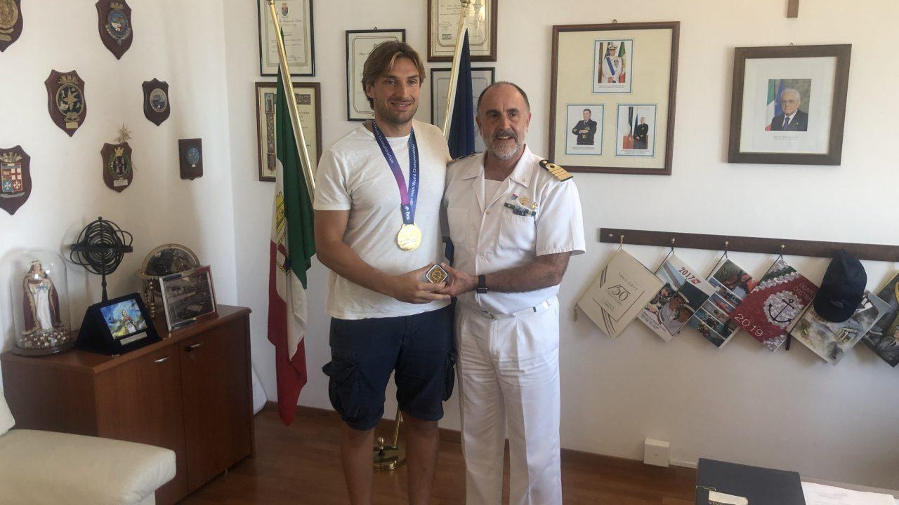 Il civitavecchiese Marco Del Lungo campione del mondo incontra la sua Capitaneria.