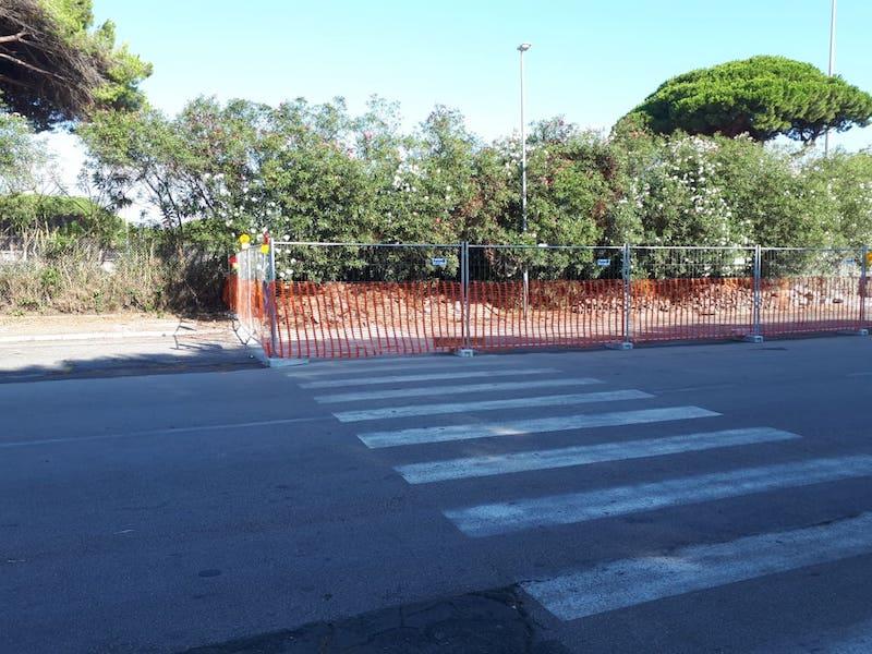 Sinistra Italiana X Municipio: Rifacimento marciapiede su Via Mar dei Caraibi. Alla riapertura delle scuole, se il cantiere non terminerà in fretta i lavori, sarà il caos.