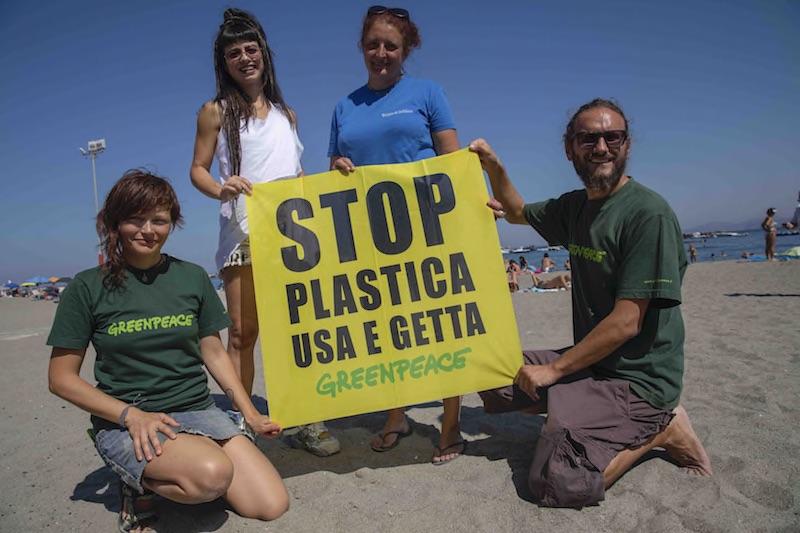 """Greenpeace a Ischia con Dolcenera: """"I nostri mari sono a rischio plastica"""""""