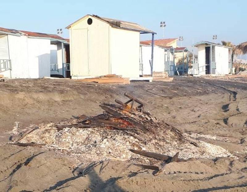 """Sinistra Italiana X Municipio: Spiagge """"plastic free"""" con tanto di iniziativa, a quando saranno anche """"cemento free"""" visto che il cemento, anche abusivo, non manca di certo sul mare di Roma?"""