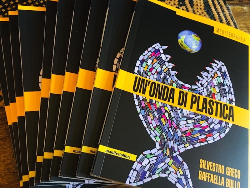 """""""Un'onda di plastica"""": incontro con l'autrice Raffaella Bullo sabato 12 ottobre dalle 15 alle 18"""