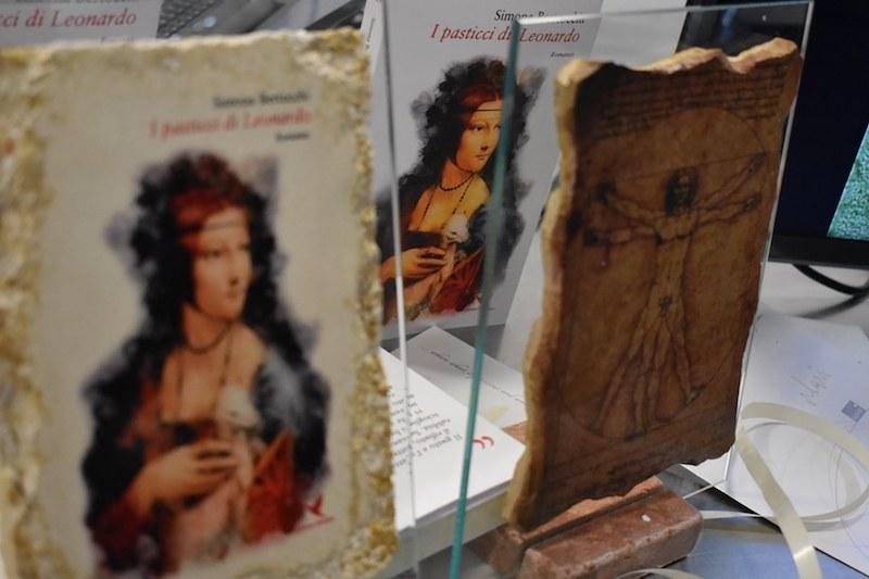 """""""I pasticci di Leonardo"""" un romanzo tutto da gustare – L'ultimo romanzo storico di Simona Bertocchi vola in America e la Fugar trasforma in dolci e gelati tutti i suoi capitoli"""