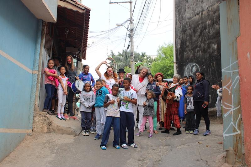 """E' di ritorno dal Brasile la carovana di """"sognAttori"""" del progetto """"Teatri Senza Frontiere"""" della rete nazionale di teatro per ragazzi """"Utopia""""."""