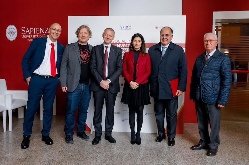 La sindaca Virginia Raggi dà il via ad uno studio dell'Università La Sapienza per il primo social Bond di Roma Capitale