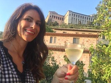 Janet De Nardis si concede un viaggio nelle radici del passato in Umbria