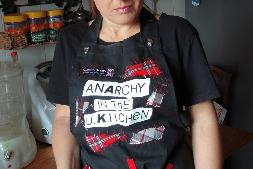 """Anarchy in The U Kitchen :""""Frittata di cipolle di Neruda in salsa di basso e aroma di tromba"""". Su TVPonline"""