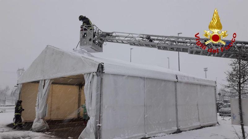 Vigili del Fuoco – Conegliano (TV), Sgombero della neve dalle coperture dei Covid Point alla Zoppas Arena