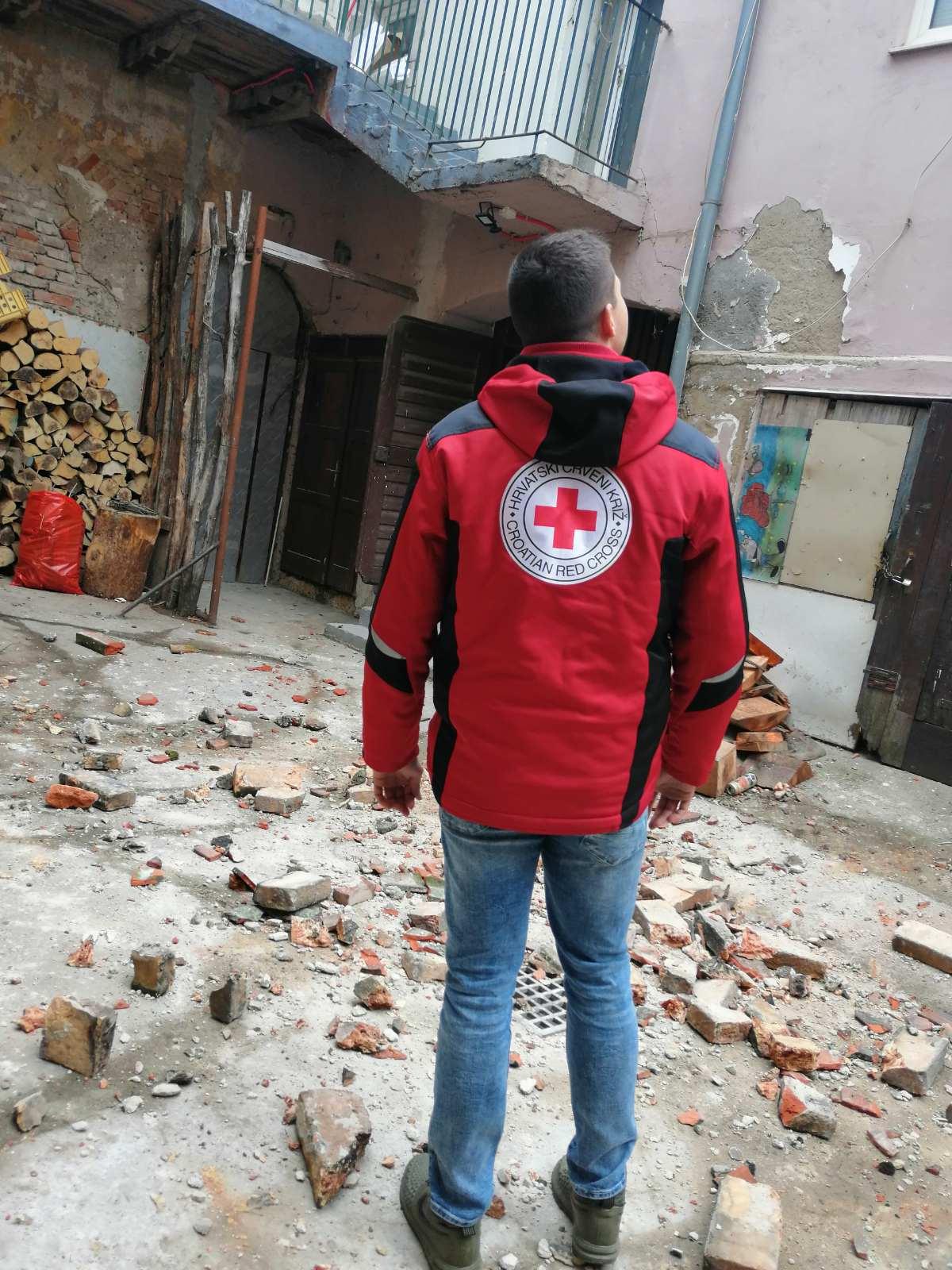 Hrvatski Crveni križ (Croce Rossa Croata) – Petrinji (HR), I primi soccorsi alla popolazione dopo il sisma di oggi di Magnitudo 6.4
