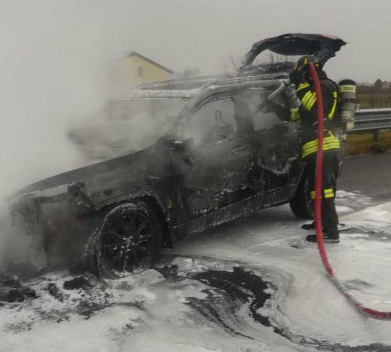 Vigili del Fuoco – Conegliano, Auto in fiamme in A27 d'Alemagna tra i caselli di Conegliano e Treviso Nord