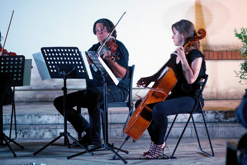 Un inaspettato regalo di compleanno per un musicista speciale: a donarglielo i colleghi dell'Orchestra Italiana del Cinema e gli amici più stretti attraverso una contagiosa operazione di crowdfunding che ha coinvolto la stessa azienda produttrice del regalo, la Triride Srl