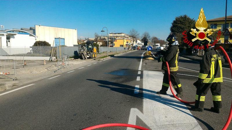 Vigili del Fuoco – Olmi (TV), Rottura di una conduttura del gas Metano durante lavori stradali