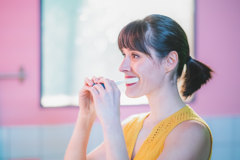 CES 2021 Las Vegas – Y-Brush: Come lavarsi i denti in maniera efficiente ed in soli 10 secondi (How brushing teeth efficiently in only 10 seconds)