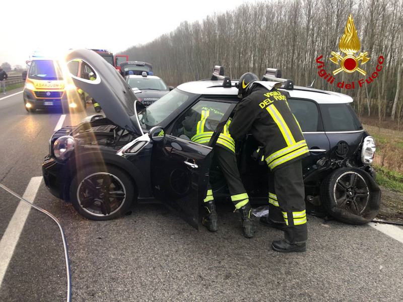Vigili del Fuoco – Campagna Lupia Loc. SS 309 Romea (VE), Grave incidente stradale tra 5 autoveicoli, 6 persone ferite di cui 2 in gravi condizioni