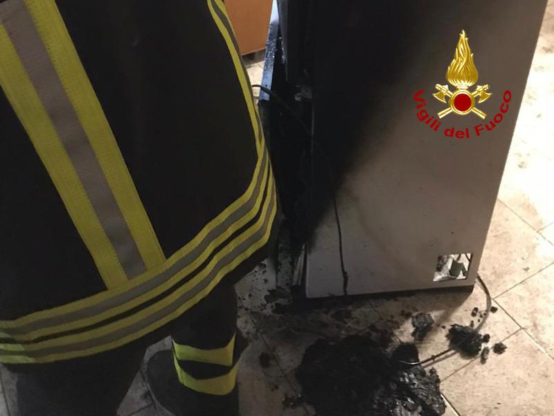 Vigili del Fuoco – Borgo Veneto Loc. Santa Margherita D'Adige (PD), Incendio frigorifero in cucina: intossicata la proprietaria