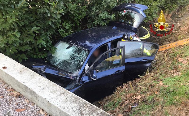 Vigili del Fuoco – Mirano (VE), Incidente stradale in Via Parauro, ferito il conducente trasferito dal SUEM all'Ospedale