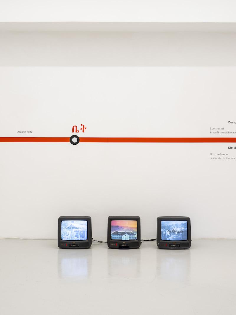 """Rogelio López Cuenca – """"A quel paese"""": L'opera """"Golden Visa"""", composta da 10 manifesti, sono installati da oggi, e fino al 28 marzo, in 250 dispositivi pubblicitari della città di Roma"""