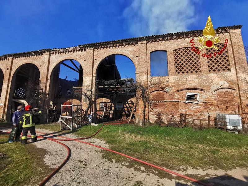 Vigili del Fuoco – Pozzonovo (PD), Incendio fienile in disuso ma contenete ancora foraggio