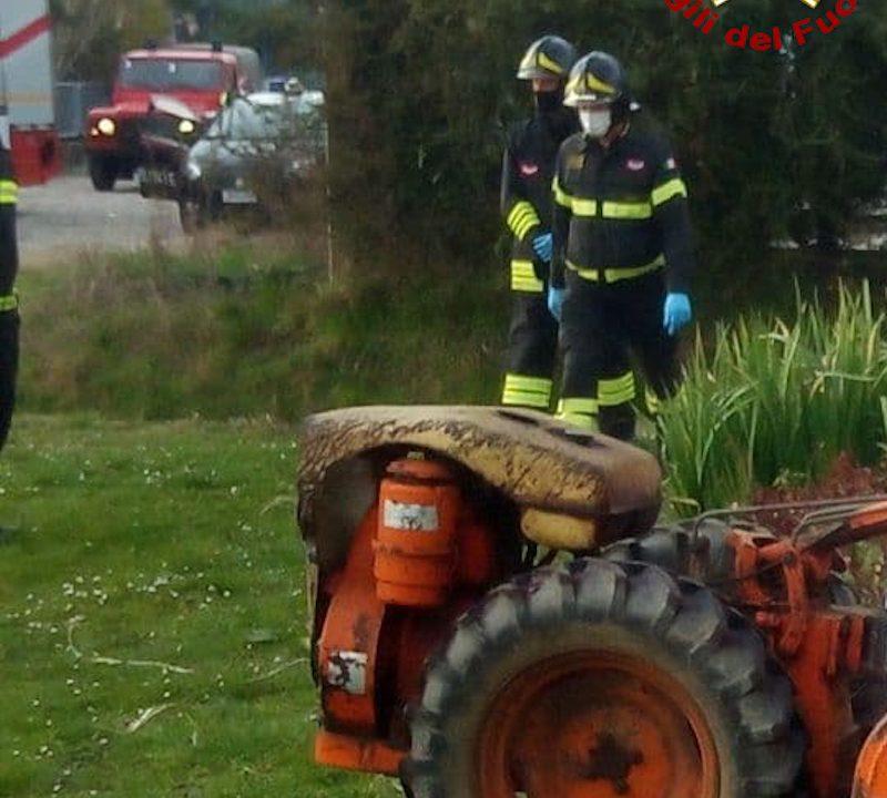 Vigili del Fuoco – San Stino di Livenza (VE), Terribile incidente mortale con un piccolo trattore agricolo, finisce fra le lame della fresa e perde la vita