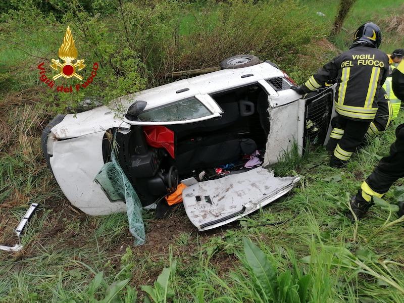 Vigili del Fuoco – Mira (VE), Auto finisce fuori strada e si rovescia sulla SS309 Romea, ferito il conducente trasferito in ambulanza all'Ospedale dell'Angelo di Mestre