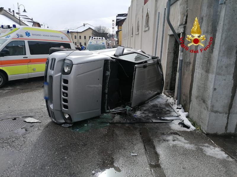 Vigili del Fuoco – Asiago (VI), Incidente tra una Suzuki Jimny ed una FIAT 16, 4 persone ferite