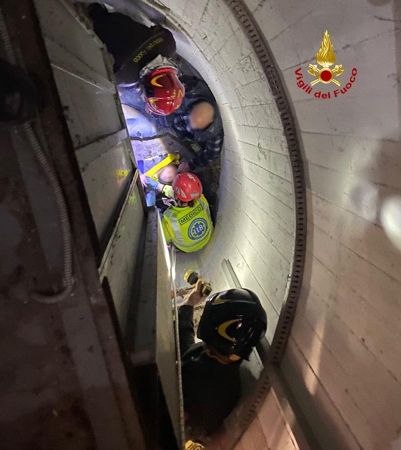 """Vigili del Fuoco – Favaro Veneto (VE), Bambina di 6 anni cade nella tromba di un ascensore in disuso del Centro Commerciale """"La Piazza"""""""
