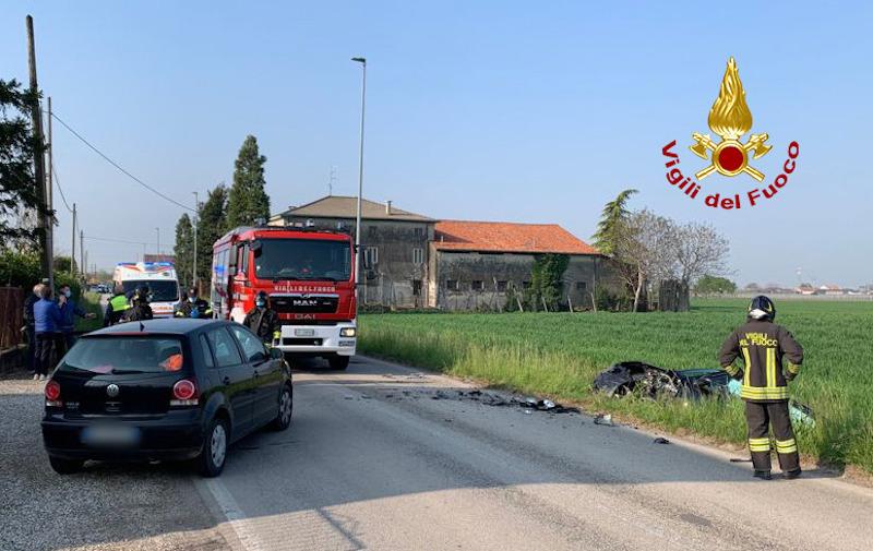 Vigili del Fuoco – Sarego (VI), Incidente stradale all'incrocio fra Via Bellonie Via Marona: ferita una giovane donna
