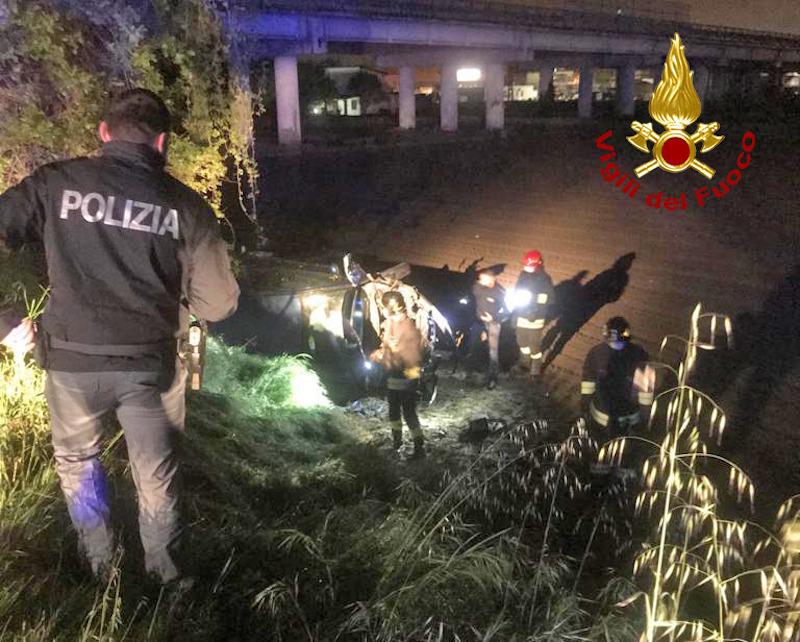 Vigili del Fuoco – Rovigo, Auto esce di strada e finisce ruote all'aria, ferita una ragazza 21enne
