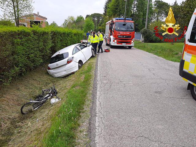 Vigili del Fuoco – Carbonera Loc. Pezzan, Grave incidente stradale in Via Ospedale Provinciale, Auto investe un ciclista che resta incastrato sotto il mezzo