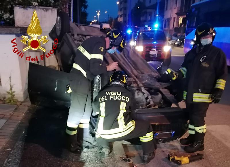 Vigili del Fuoco – Vicenza, Incidente fa due auto in Via Crispi, leggermente feriti i due conducenti