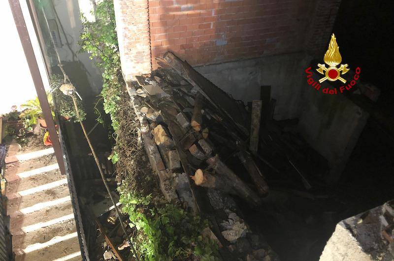 Vigili del Fuoco – Thiene (VI), Crolla nel giardino del vicino il muro perimetrale di una casa abbandonata