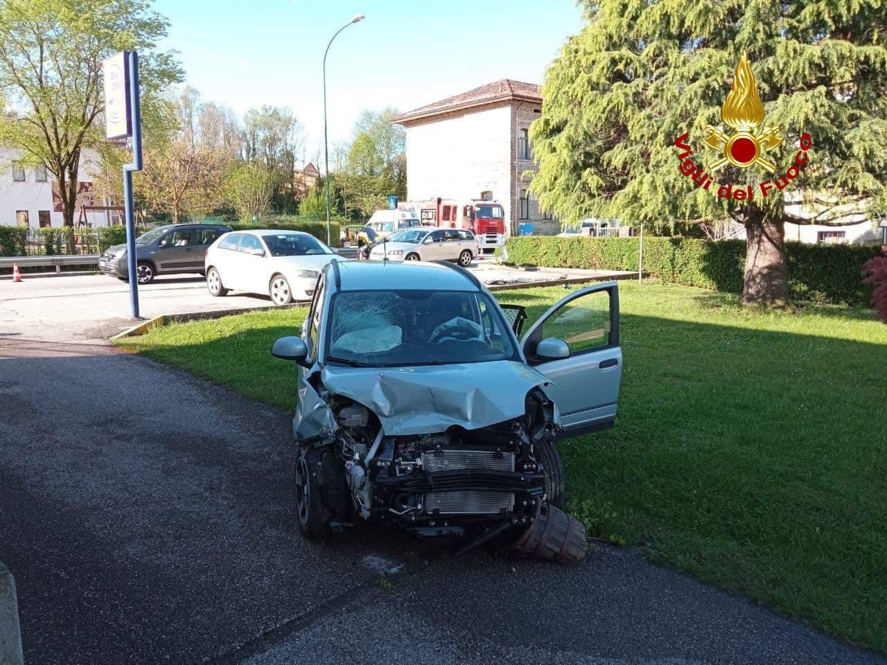 Vigili del Fuoco – Levego (BL), Scontro tra due auto sulla SP 1 Via Meassa, un ferito trasferito all'ospedale