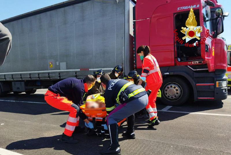 Vigili del Fuoco – Soccorso un camionista privo di sensi presso l'area di servizio Fratta Nord lungo l'Autostrada A4 nel Comune di Teglio Veneto (VE)