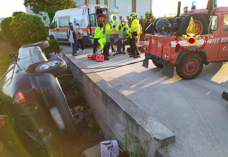 Vigili del Fuoco – Montagnana (PD), Incidente fra due auto, una finisce capovolta su un fianco: un ferito trasferito in eliambulanza all'Ospedale