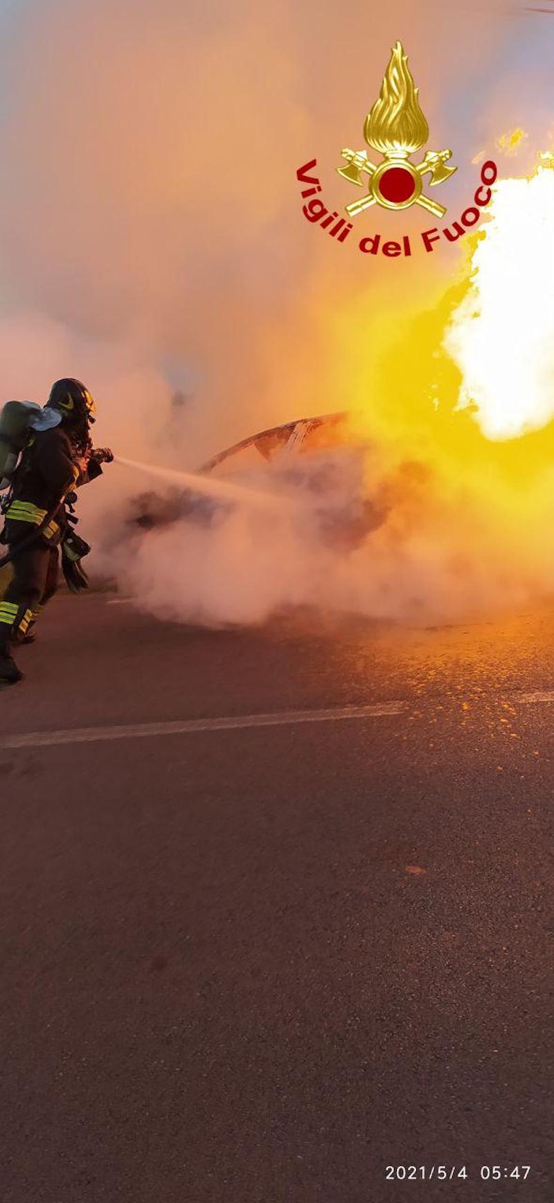 Vigili del Fuoco – Altivole Loc. San Vito (TV), Incidente stradale mortale in Via degli Alpini: Fiat Punto esce di strada e si incendia, morta carbonizzata la 19enne alla guida