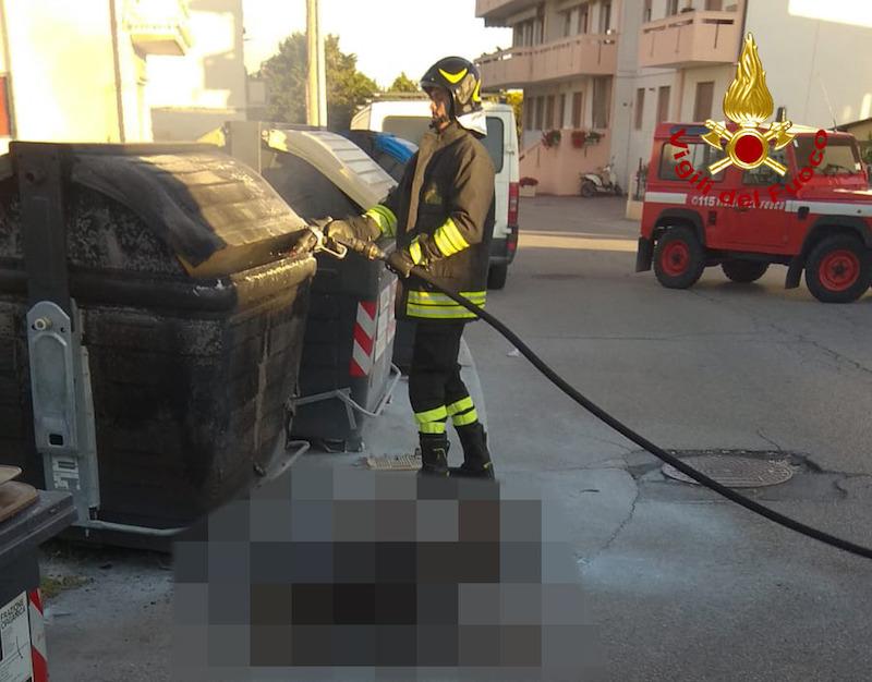 Vigili del Fuoco – Chioggia Loc. Brondolo, Rinvenuto il corpo senza vita di una persona parzialmente carbonizzata vicino ad un cassonetto in fiamme