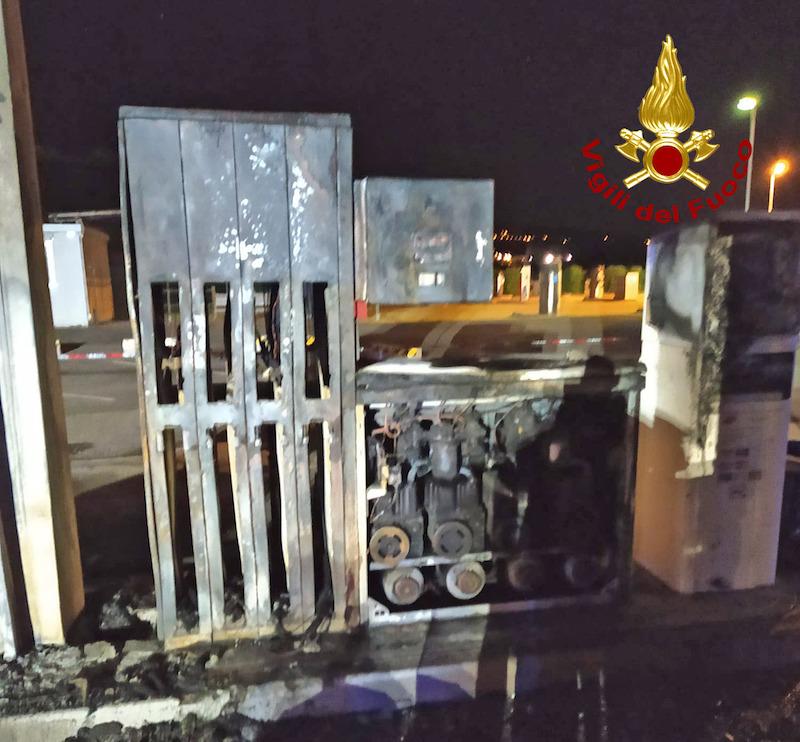 Vigili del Fuoco – Montecchio Maggiore (VI), Incendio di un furgone presso una stazione di servizio: Ingenti i danni al distributore di carburante
