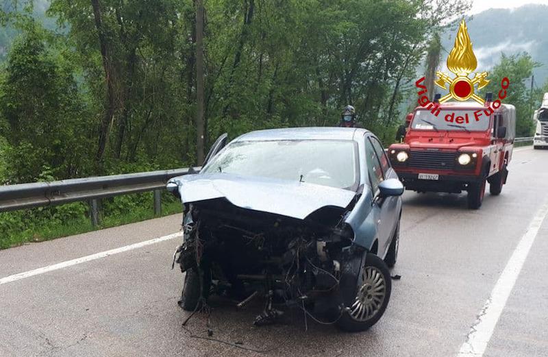 Vigili del Fuoc – Quero Vas (BL), Incidente tra due auto sulla SP 1 bis, Via Madonna del Piave, Feriti i due conducenti