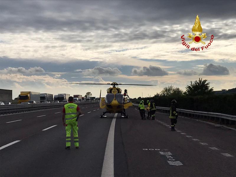 Vigili del Fuoco – Incidente tra tre auto ed un camion in Autostrada A4 tra i caselli di Montebello e Soave in direzione Milano: Sei feriti