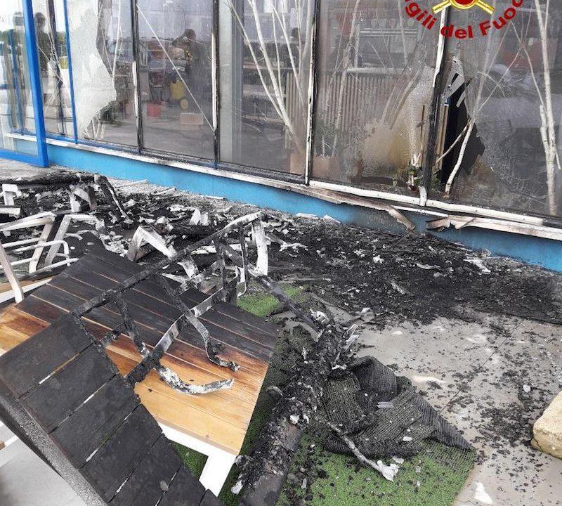 Vigili del Fuoco – Paese (TV), Incendio in una azienda di floricultura in Via Trieste: Solo danni materiali e nessuna persona ferita
