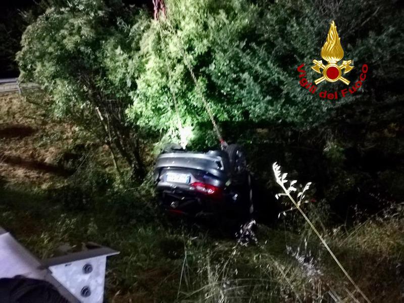 Vigili del Fuoco – Padova, Incidente stradale in Via Chiesanuova: Auto esce di strada autonomamente, ferito il conducente