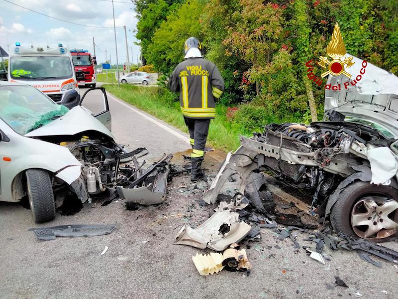 Vigili del Fuoco – San Pietro Viminario (PD), Violento frontale fra due auto in Via Granze: Feriti i due conducenti, la donna trasferita in ospedale con l'eliambulanza