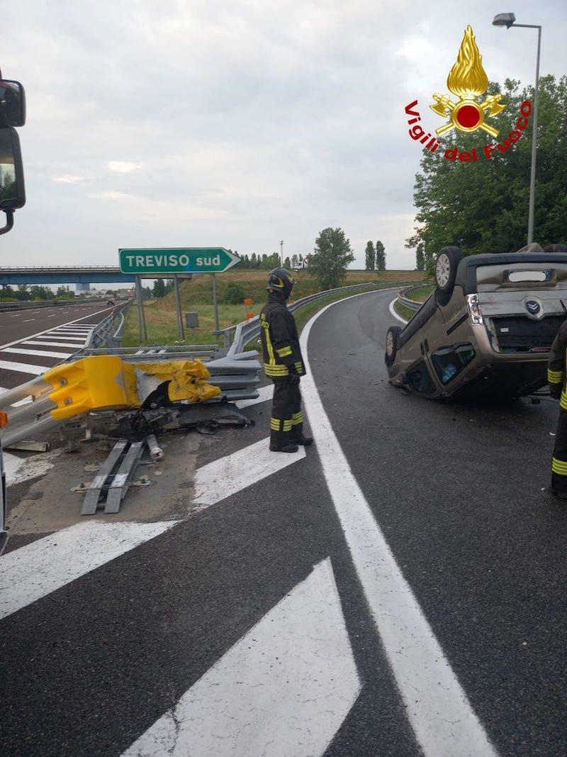 Vigili del Fuoco – Treviso, Incidente in A27 all'altezza dello svincolo di Treviso Sud: Ferito il conducente